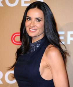 lifting bras stars : demi moore jeunesse eternelle