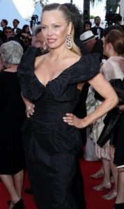 lifting bras stars : Pamela anderson cannes