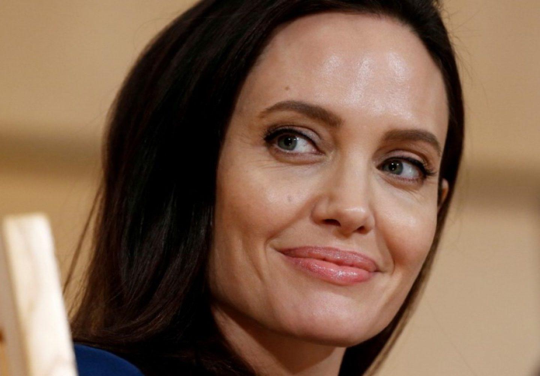 Angelina Jolie révèle être atteinte de la paralysie de bell