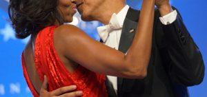 lifting bras stars : michelle obama brachioplastie